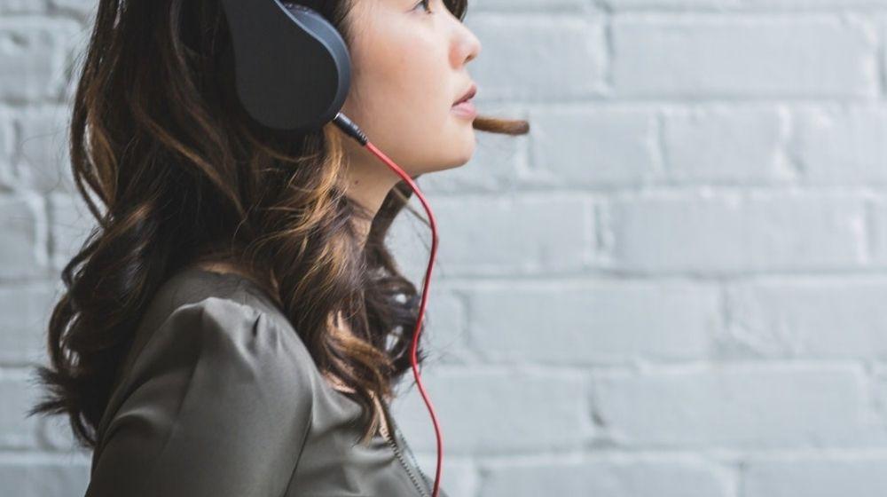 Woman sitting at desk talking via a headset