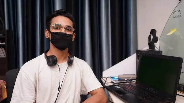 Developer wearing a mask at his desk