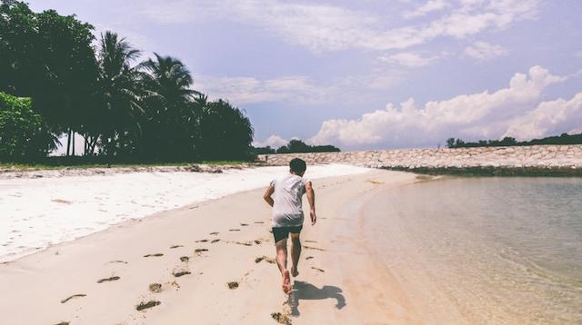 how to start a fitness blog beach runner